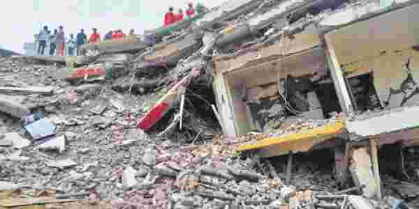 Two storey shopping complex collapse news