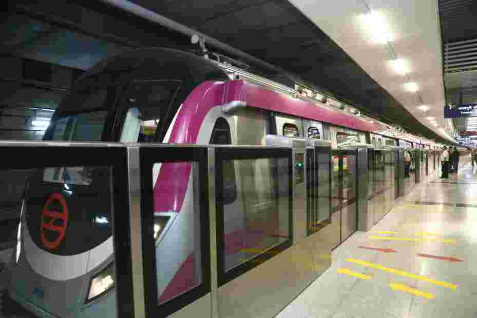 Delhi Metro resumes its service on Blue and Pink lines after 5 months shutdown